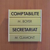 Plaque de porte modulable en aluminium or